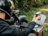 Motocikl Ural opremljen dronom