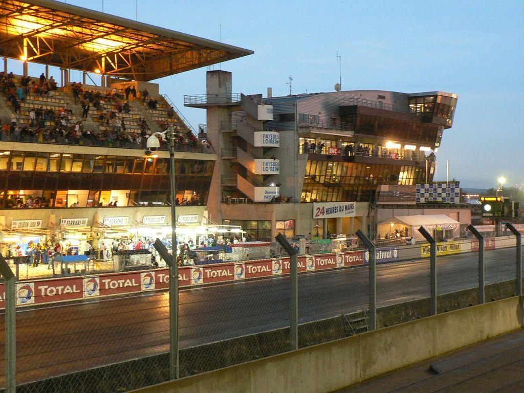 Le Mans garage