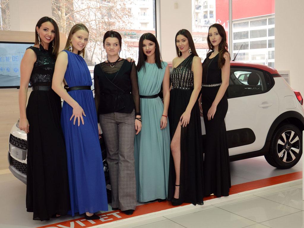 Dragana Ugčić sa koandidatkinjama za Miss NeAuto 2017