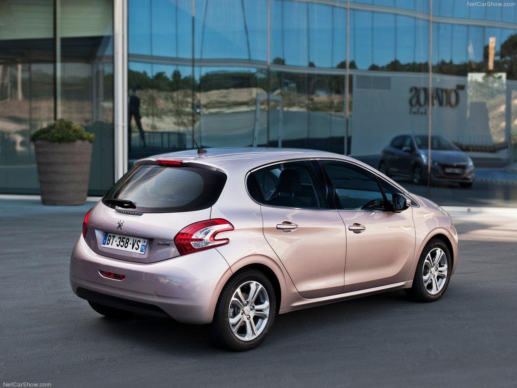 Peugeot-208_02