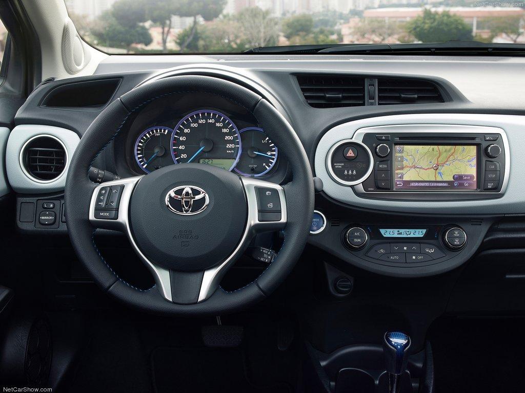 Toyota-Yaris_Hybrid_02