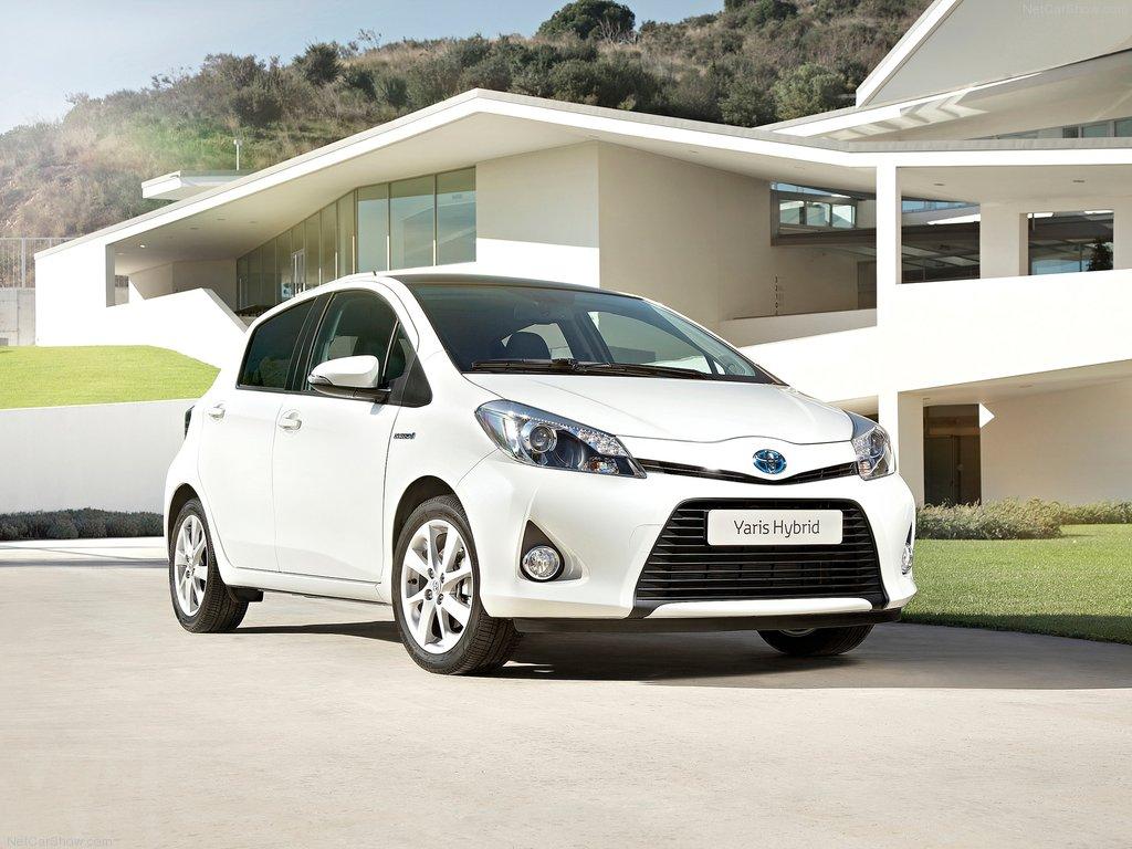 Toyota-Yaris_Hybrid_03