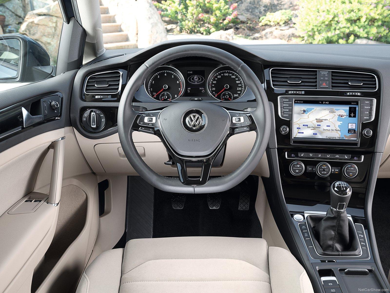 Volkswagen-Golf_02